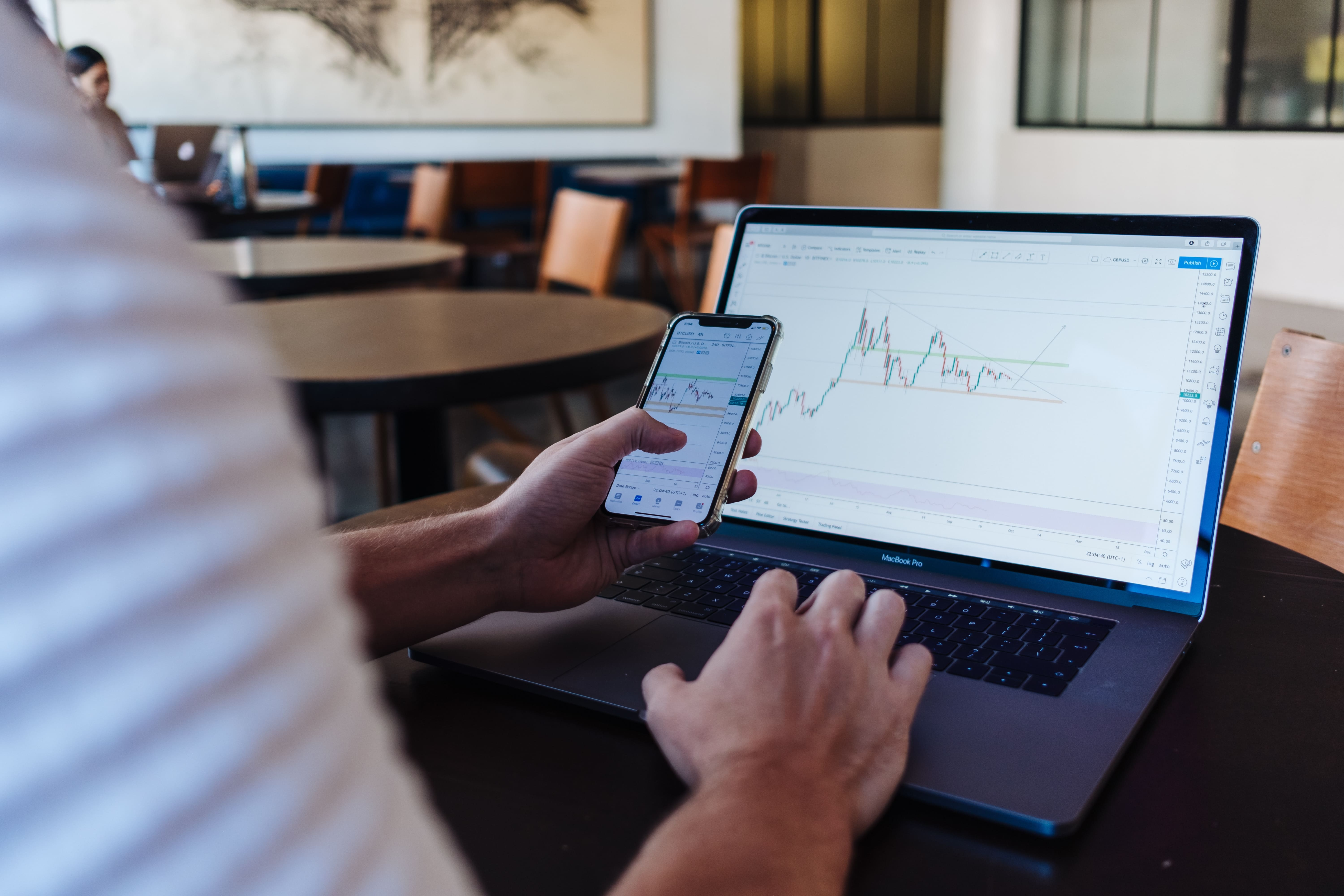 man-on-laptop-stocks-with-iphone-robo-advisor-velox-clearing